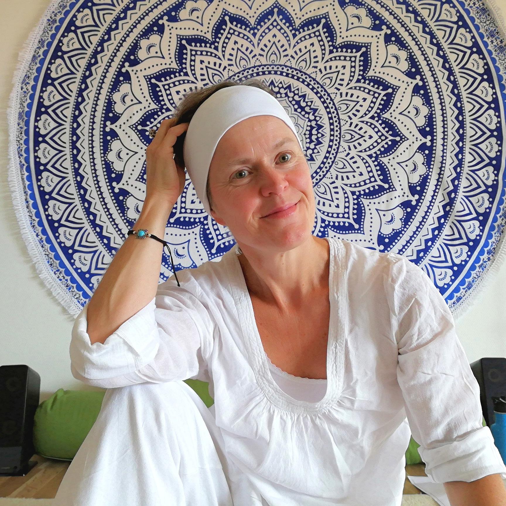 J A P Yoga och Må Bra erbjuder Kundaliniyoga med Sofia Hadders